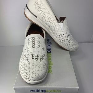 WALKING CRADLES  ORLEANS WHITE PERFED  Size 9w